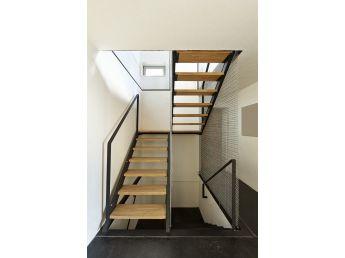 Лестница Техно Метал 010 на металлической основе (общий вид)