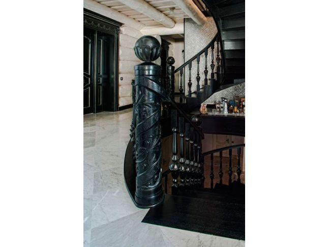 """Стовп декоративний """"Ігнітум"""" на повороті сходів"""
