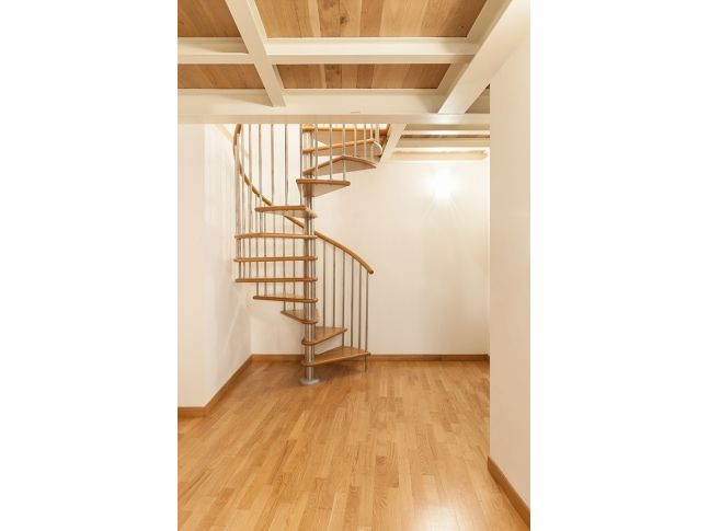 Винтовая лестница Спира Метал 030 на больцах (общий вид)