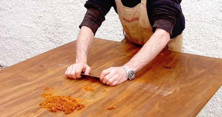 Як пофарбувати або перефарбувати меблі: видаляємо старе покриття