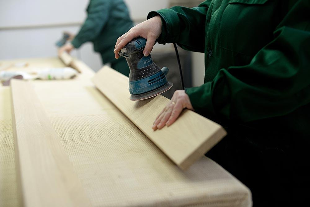 Як пофарбувати або перефарбувати меблі: шліфування